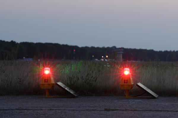 Solar warning light for airport