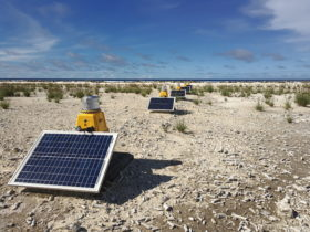 Threshold lights runway end lights solar powered