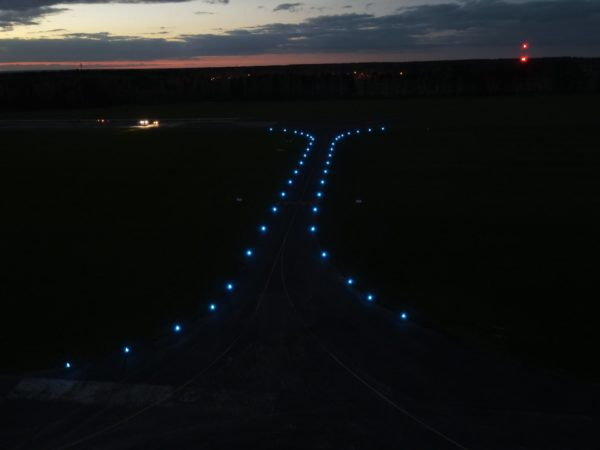 S4GA SP-401 Portable Taxiway Light at night