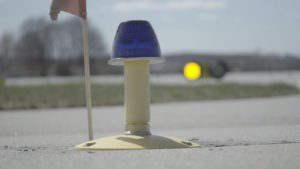 Taxiway edge light (elevated)